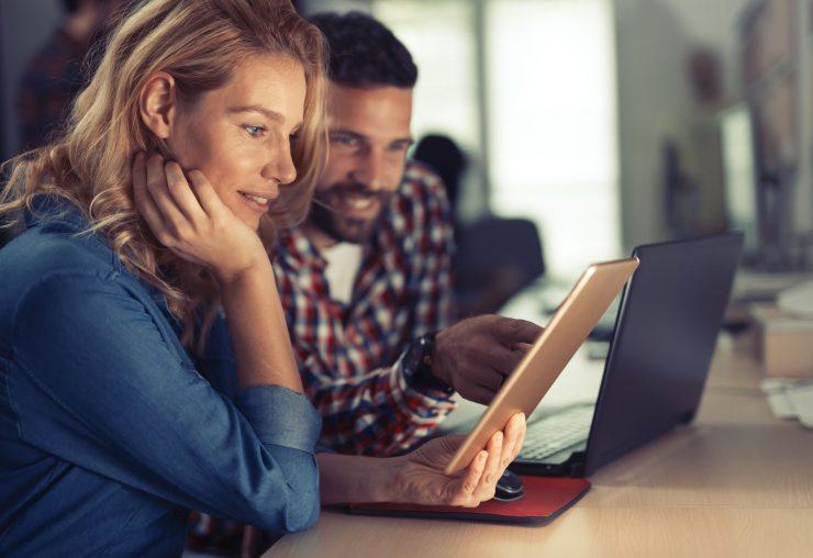 corporate-coworkers-brainstorming-in-company-4JRABHF.jpg